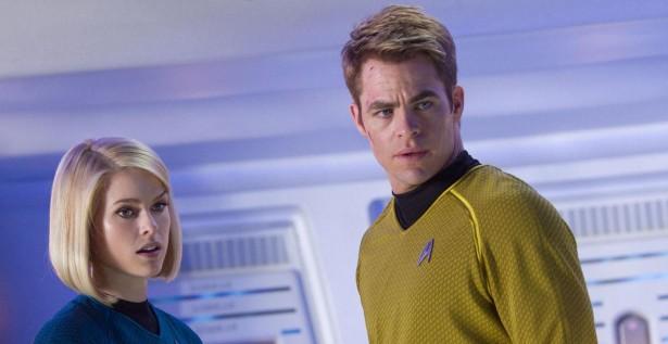 Star-Trek-en-la-oscuridad-El-Enterprise-surca-el-espacio-de-nuevo-mivideoteca